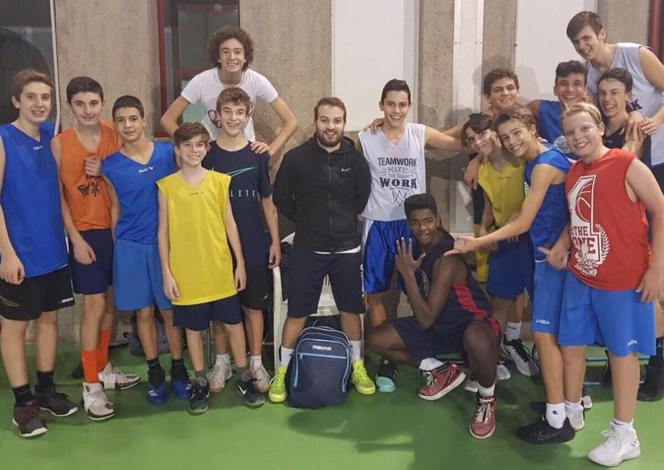 Il play della Serie D Andrea Cimino all'allenamento della Under 15 Gialla